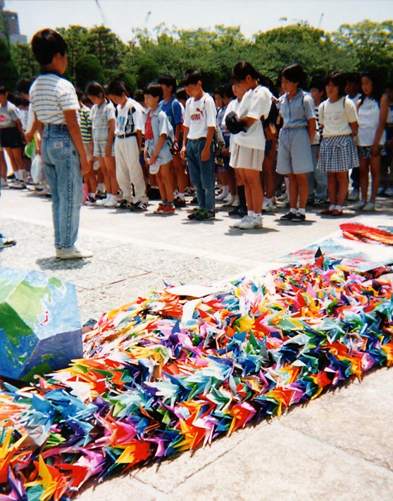 sadako-sasaki-hiroshima-peace-park-japon-origami-objet-art-marielle-brie