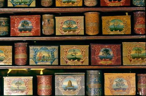 momie-pharmacie-apothicaire-pot-flacon-mumia-egypte-histoire-art-objet-marielle-brie
