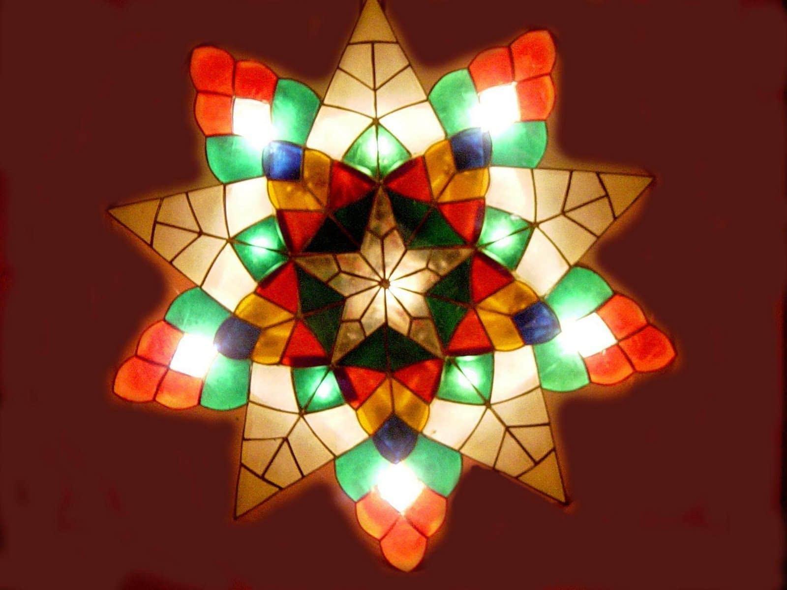 Pah role philippine, l'étoile traditionnelle de Noël de l'archipel asiatique.