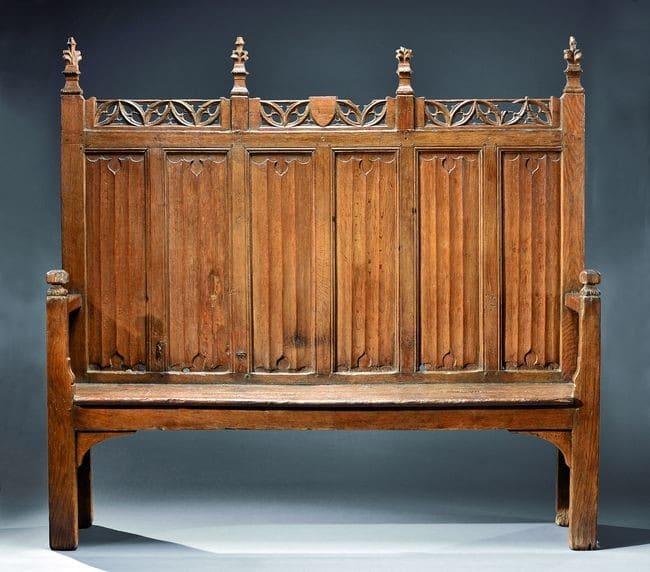 Archebanc, Flandres, fin du XVe siècle Le lit de justice pouvait prendre cette forme imposante et ornée ©Aguttes