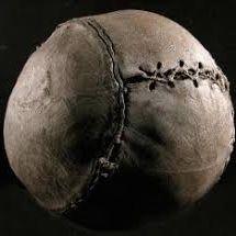 Ballon de football en cuir, XIXe siècle © Sebastian Holland