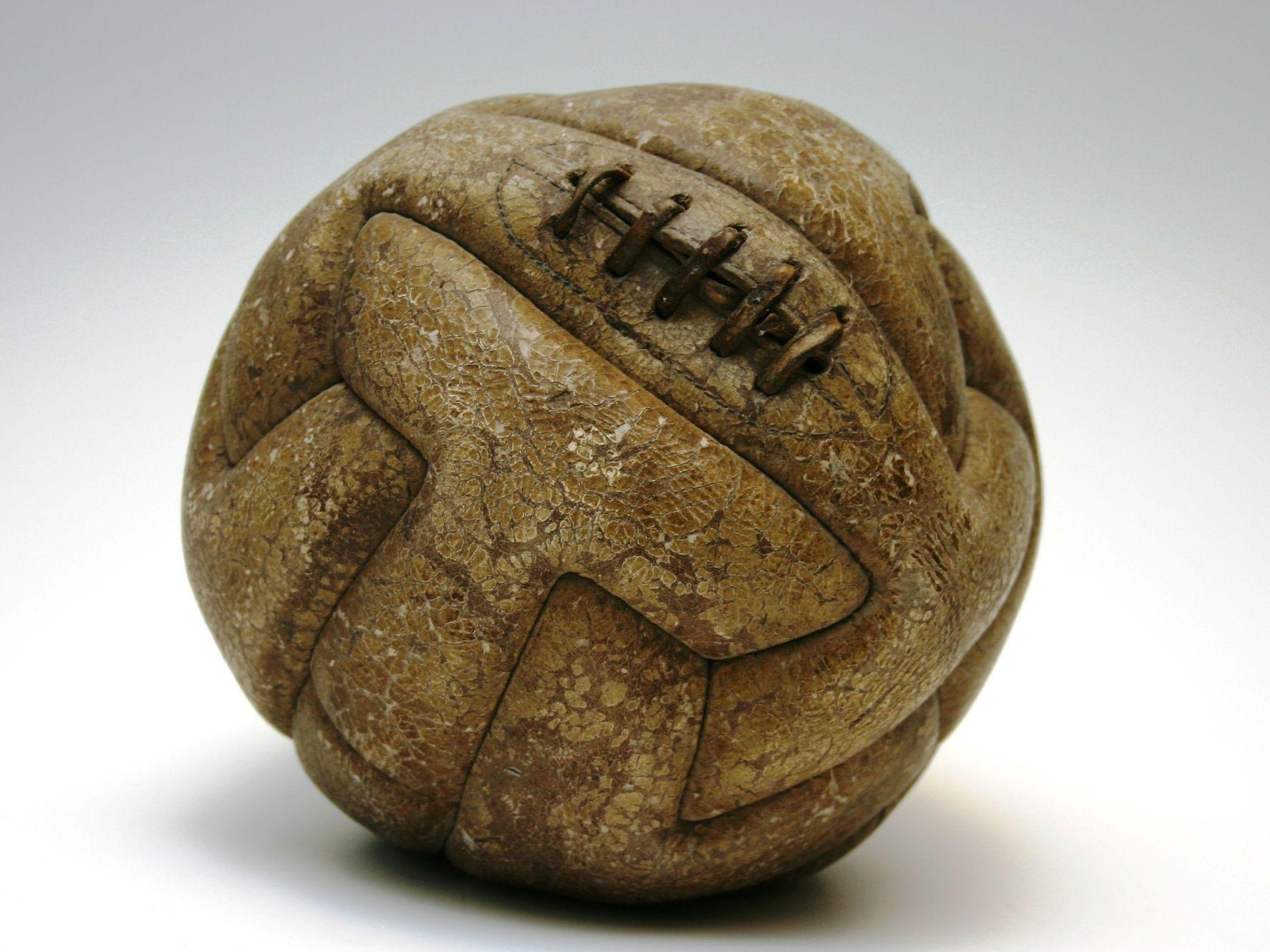 Ballon de la coupe du monde en Uruguay en 1930 © National Museum of Football, Manchester