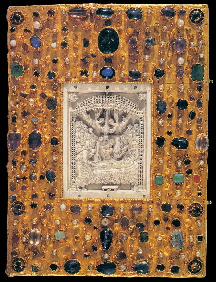 Couverture de l'évangéliaire d'Otto III, XIIe siècle. Le panneau d'ivoire est importé de Byzance. © Web Gallery of Art