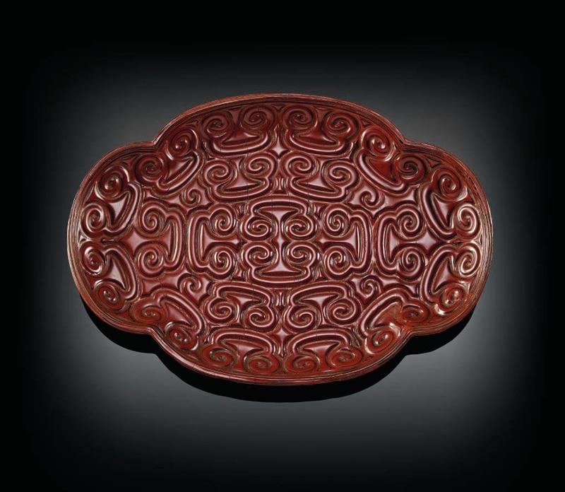 Petit plateau quadrilobé en laque rouge tixi, Fin de la dynastie Song-dynastie Yuan, fin du XIIIème siècle © Christie's