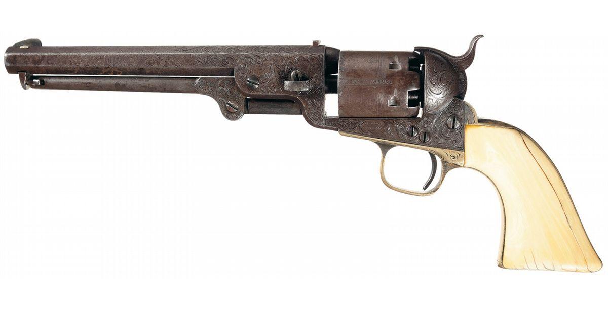 Colt Navy modèle 1851 gravé par Gustave Young, crosse en ivoire © Pinterest