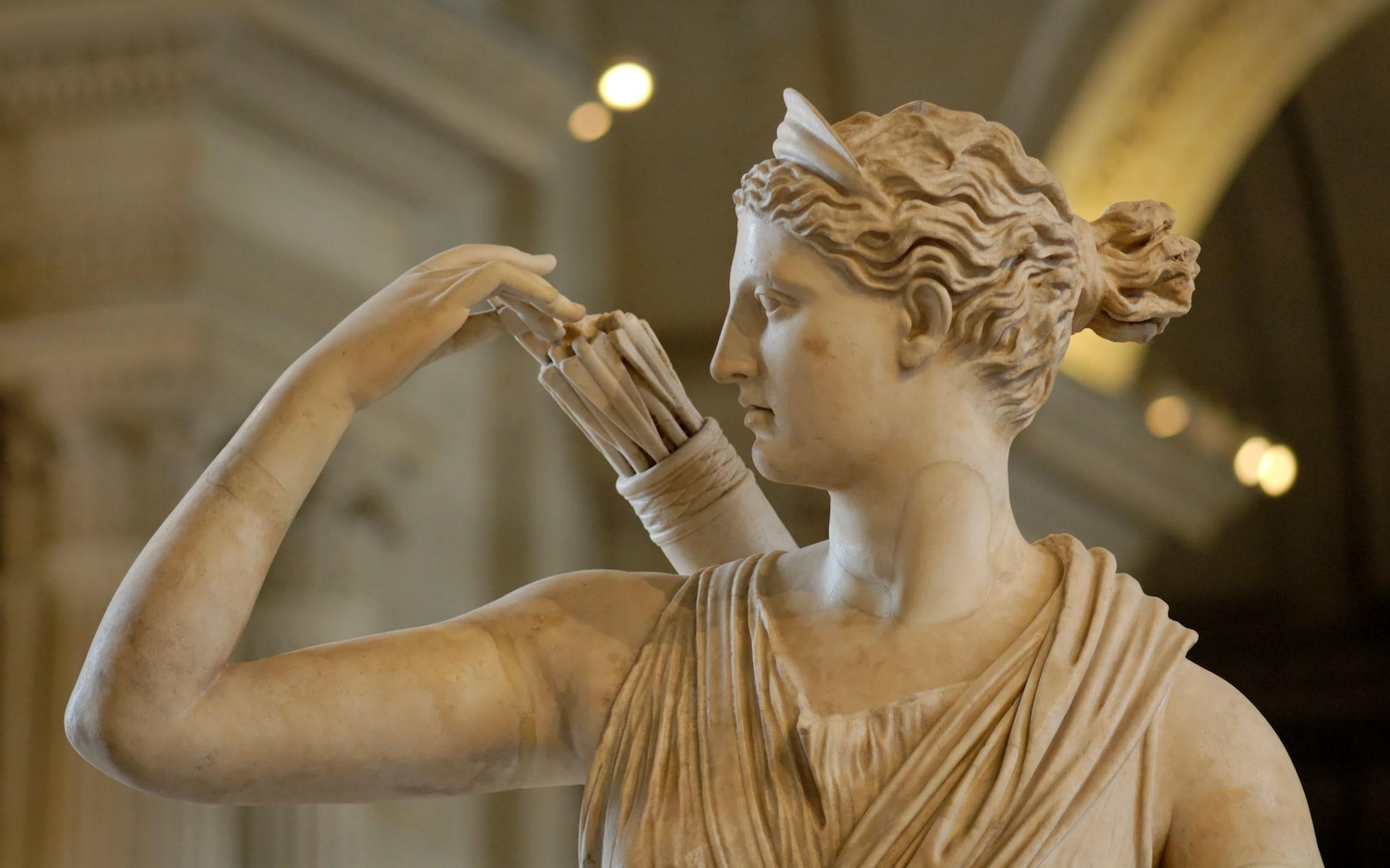 artemis-deesse-grecque-diane-statue-mythologie